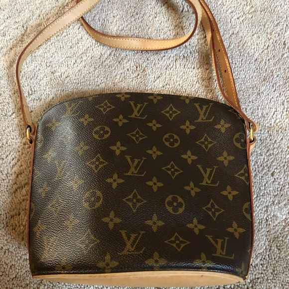 1275bc9cea5b Louis Vuitton Handbags - 100% Auth. LOUIS VUITTON Drouot crossbody bag